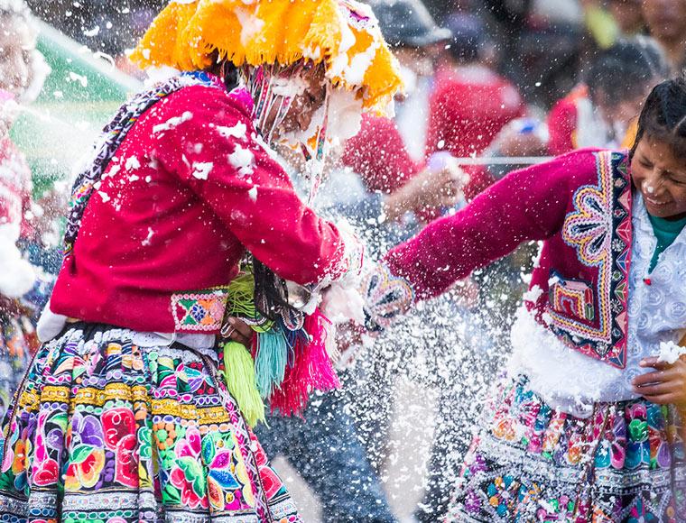Carnavales en el Valle Sagrado de los Incas - Cusco Navel of